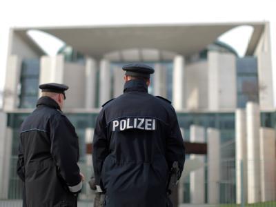 Polizisten vor Bundeskanzleramt