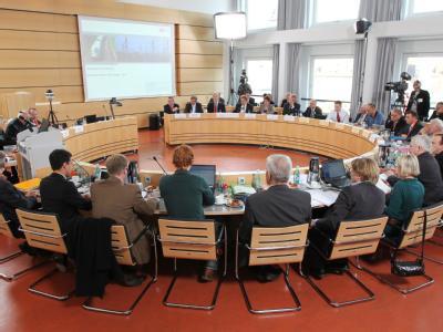 Dritte Runde der öffentlichen Schlichtungsgespräche im Rathaus von Stuttgart. (Archivbild)