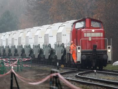 Der Castortransport auf dem Verladebahnhof in Dannenberg.