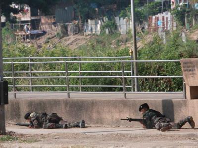 Nach den Wahlen in Birma sind heftige Kämpfe zwischen dem Militär und Rebellen der Karen-Minderheit ausgebrochen.