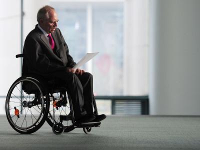 Bundesfinanzminister Wolfgang Schäuble kann zufrieden sein: Der Etat für 2011 steht und die Neuverschuldung fällt etwas geringer aus als in seinem Entwurf geplant.