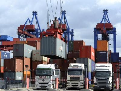 Das Container Terminal Altenwerder im Hamburger Hafen.