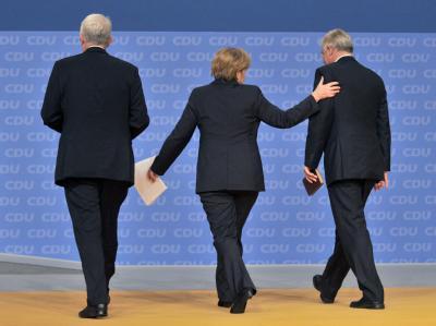Dank an die CDU-Urgesteine: Angela Merkel mit Jürgen Rüttgers (l.) und Roland Koch.