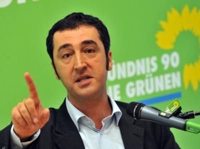Özdemir sieht Grüne unter verschärfter Beobachtung