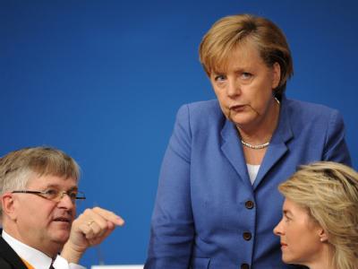 Hintze, Merkel, von der Leyen