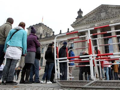 Touristen vor dem Reichstag