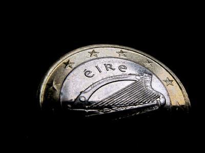 Irland hat offiziell um Finanzhilfe aus dem Rettungsschirm der Euroländer und des Internationalen Währungsfonds gebeten.
