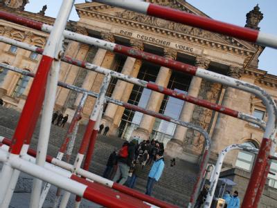 Nach Informationen aus verschiedenen Quellen befürchten Fahnder einen Sturmangriff auf den Reichstag in Berlin.