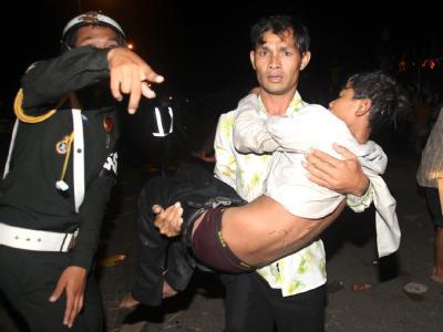 Hunderte Tote und Verletzte: Das Wasser-Fest, mit dem in Kambodscha das Ende des Monsuns traditionell groß gefeiert wird, endet in einer fürchterlichen Katastrophe.
