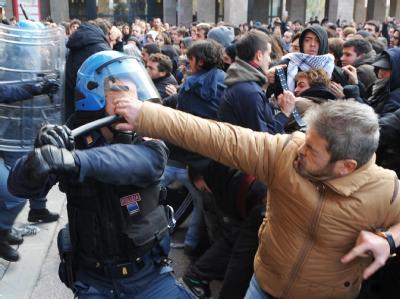 Auf dem Campus der Universität Florenz kam es zu gewalttätigen Auseinandersetzungen.