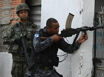 Brasilianische Polizei stürmt Slum in Rio