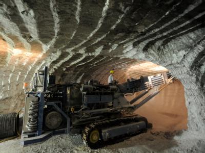 Arbeiten im einsturzgefährdeten Atommülllager Asse (Foto vom 24.6.2009).