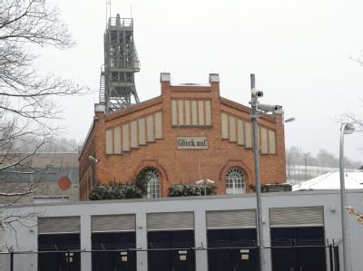Gebäude und Förderturm der Schachtanlage Asse bei Remlingen.