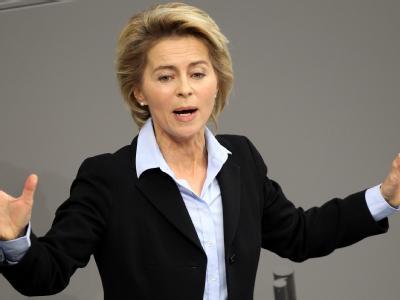 Bundesarbeitsministerin Ursula von der Leyen wirbt im Bundestag für ihren Gesetzentwurf zur Neuregelung der Hartz-IV-Sätze.