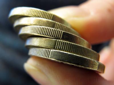 Der Hartz-IV-Regelsatz soll zum 1. Januar von 359 auf 364 Euro steigen.