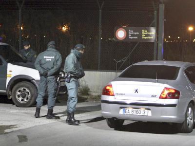 Spaniens Regierungschef Zapatero unterstellte den Flugverkehr kurzerhand dem Kommando der Armee.
