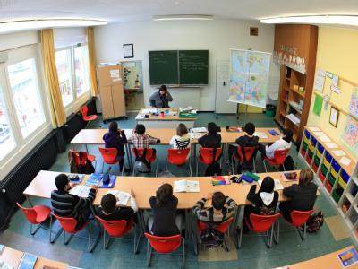 Mit lebensnahen Testaufgaben wird bei PISA überprüft, ob die Schüler das in der Schule Erlernte auch im Alltagsleben einsetzen können.