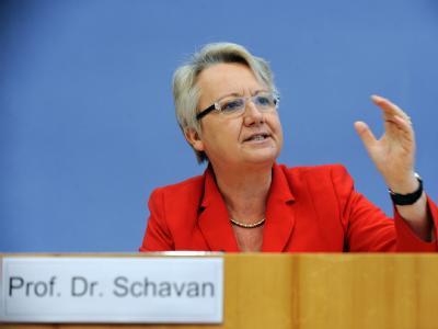 Deutschlands Schüler sind beim Pisa-Test nach Ansicht von Bundesbildungsministerin Annette Schavan (CDU) trotz besserer Ergebnisse noch nicht am Ziel.
