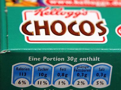 Auf einem Lebensmittelprodukt wird über die wichtigsten Inhaltsstoffe informiert. Eine bessere Kennzeichnung von Lebensmitteln wollen die EU-Verbraucherminister nun in Brüssel beschließen.
