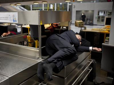 Schlaf auf dem Flughafen