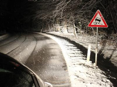 Glatte und schneebedeckte Straßen haben auch im Westerwald zwischen Montabaur und Koblenz Autofahrer in Atem gehalten.