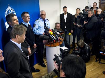 Chefankläger Thomas Linstrand, Sprecher der Sicherheitspolizei Säpo Anders Thornberg, Polizeichef Erik Widstrand und Polizeisprecher Ulf Goranzon bei der Pressekonferenz in Stockholm.