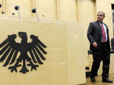 Der Ministerpräsident des Saarlandes, Peter Müller, im Bundesrat: Müller will sein Amt angeblich im Sommer aufgeben. (Archivbild)