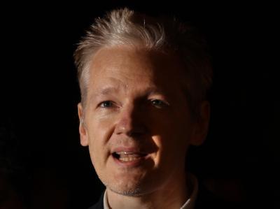 Wikileaks-Gründer Assange äußert sich nach seiner Freilassung vor der Presse.