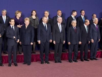 In Reih' und Glied posieren die Staats- und Regierungschefs sowie die obersten EU-Bevollmächtigen beim traditionellen Gruppenfoto eines jeden EU-Gipfels.