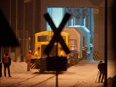 Der Zug mit vier Castor-Behaeltern im Zwischenlager Nord bei Lubmin.