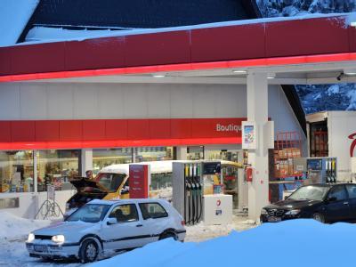 In einigen Regionen Deutschlands hat der heftige Winter zu Lieferengpässen an Tankstellen geführt.