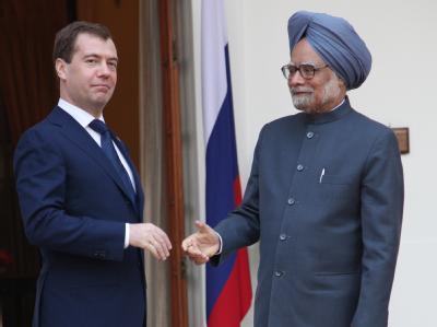 Russlands Präsident Medwedew während seines Treffens mit Manmohan Singh.