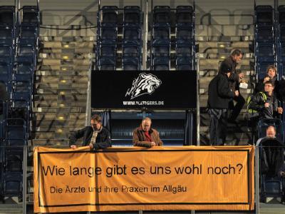Ärzteprotest in der Nürnberger Arena. Die Folge eines Ausstiegs aus dem Kassensystem wäre nach Einschätzung von Experten ein Beben gewesen, das das gesamte deutsche Gesundheitswesen erschüttern hätte.