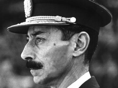 Argentiniens Ex-Diktator Jorge Rafael Videla im Jahr 1975.