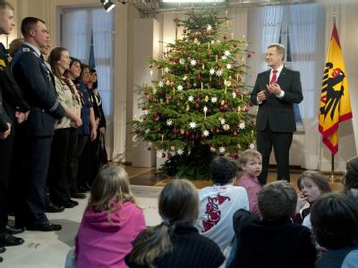 Bundespräsident Christian Wulff und Gäste im Schloss Bellevue in Berlin.