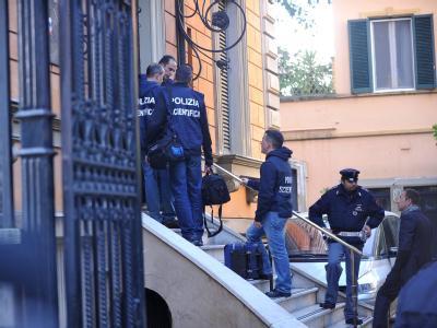 Höchste Alarmbereitschaft bei den italienischen Polizisten: Die Sicherheitsvorkehrungen in den Botschaften in Rom wurden verstärkt.
