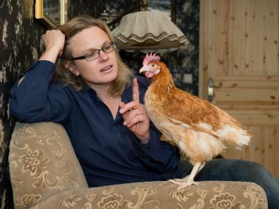 Karen Duve («Taxi») isst ihre Hühner nicht, sondern spricht mit ihnen.