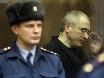 Kreml-Kritiker Michail Chodorkowski ist wegen Geldwäsche und Betrugs schuldig gesprochen worden.