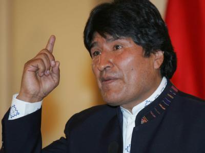 Die Demonstranten haben gewonnen: Nach heftigen Protesten gegen eine drastische Verteuerung des Benzins hat Boliviens Präsident Morales die Preiserhöhung zurückgenommen.