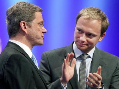 Parteichef und Generalsekretär: Guido Westerwelle im letzten April nach einer Rede den Applaus von Christian Lindner.