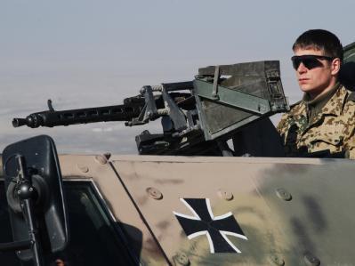 Ein Bundeswehrsoldat bei einer Patrouille Mitte Januar 2010 im Norden Afghanistans.