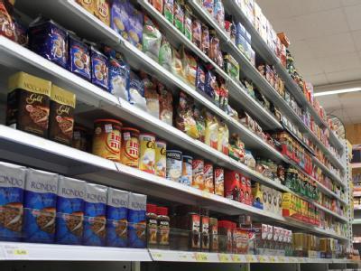 Regal im Supermarkt