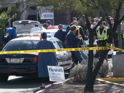 Nach Angaben der Polizei streckte der Täter die Abgeordnete gezielt nieder und erschoss sechs weitere Menschen, darunter ein kleines Mädchen.