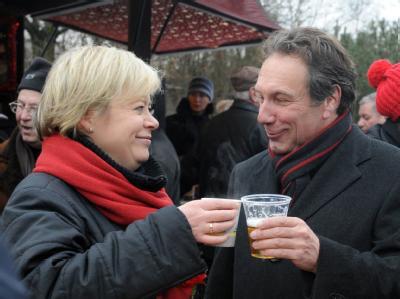 Unter Druck: Die Linke-Parteivorsitzenden Gesine Lötzsch und Klaus Ernst.