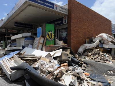 Das Hochwasser in Australien hat Müllberge zurückgelassen.