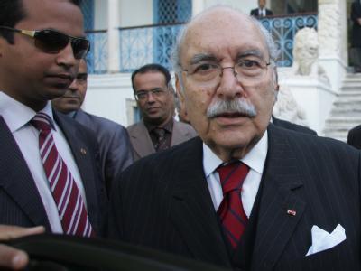 Fouad Mebazaa verlässt nach seiner Vereidigung das Parlament in Tunis.