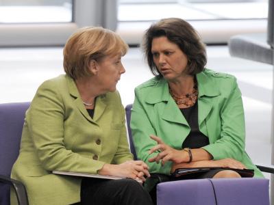 Bundeskanzlerin Merkel und Bundeslandwirtschaftsministerin Aigner im Plenarsaal des Bundestages in Berlin (Archiv).