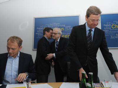 FDP-Präsidiumssitzung: Die  FDP kämpft an zwei Fronten: In der Koalition will sie ihr Profil schärfen. Innerparteilich geben die Kritiker von Parteichef Westerwelle keine Ruhe.
