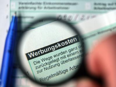 Union und FDP haben sich mit Finanzminister Schäuble geeinigt: Die höhere Werbungskostenpauschale kommt 2011.