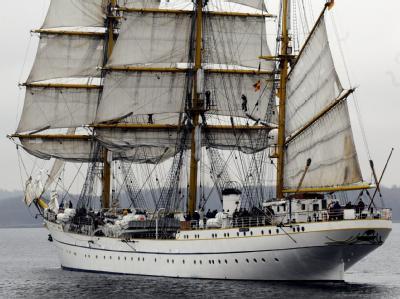 Das Marine-Schulschiff «Gorch Fock» beim Verlassen des Heimathafens Kiel. (Archivbild)